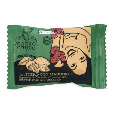 Dattero Medjoul con mandorle ricoperto di cioccolato fondente 80%